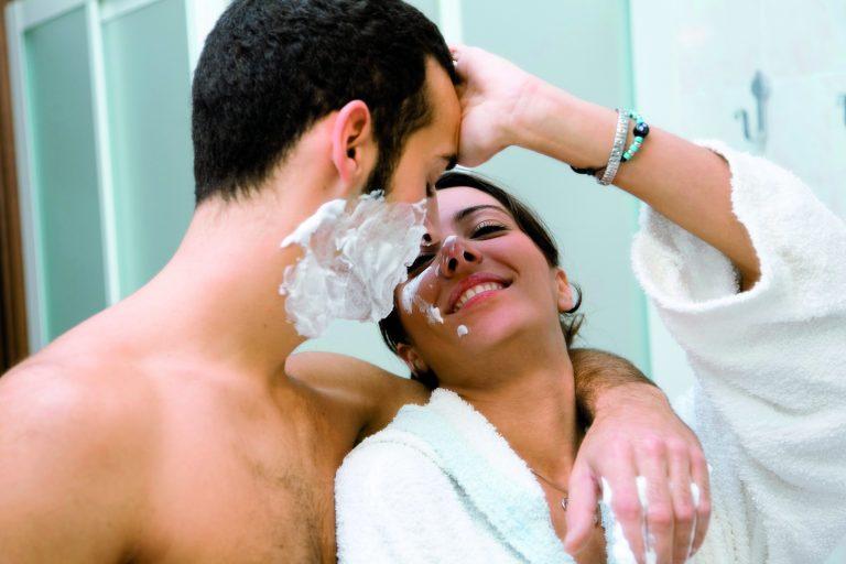 02A15HBP man shaving